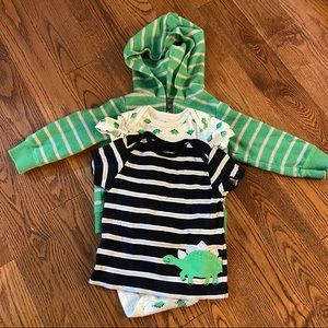 🛍3/$25 Lot of 3 dinosaur tops in sizes 12 months